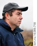 Купить «Портрет мужчины в бейсболке на улице», эксклюзивное фото № 4089718, снято 5 ноября 2012 г. (c) Игорь Низов / Фотобанк Лори