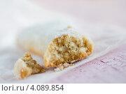 Разломанное печенье Ванильный полумесяц. Стоковое фото, фотограф Лидия Шляховская (Lidia Sleahovscaia) / Фотобанк Лори