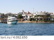 Купить «Одинокая яхта стоит в тихой гавани», фото № 4092650, снято 2 декабря 2012 г. (c) Робул Дмитрий / Фотобанк Лори
