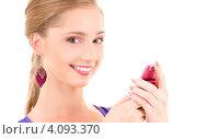 Купить «Счастливая привлекательная девушка с мобильным телефоном в руке», фото № 4093370, снято 15 августа 2009 г. (c) Syda Productions / Фотобанк Лори