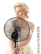 Купить «Молодая блондинка, одетая в стиле Мерлин Монро», фото № 4094078, снято 2 декабря 2006 г. (c) Syda Productions / Фотобанк Лори