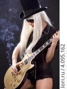 Купить «Рок-гитаристка с длинными светлыми волосами и сигаретой», фото № 4095162, снято 29 декабря 2008 г. (c) Syda Productions / Фотобанк Лори
