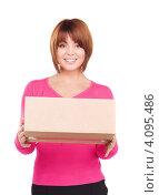 Купить «Девушка с коробкой в руках на белом фоне», фото № 4095486, снято 26 декабря 2009 г. (c) Syda Productions / Фотобанк Лори