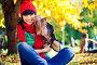 Улыбающаяся девушка в красной шапке и шарфе сидит с собакой на руках в осеннем парке, фото № 4096698, снято 17 сентября 2011 г. (c) Швайгерт Екатерина / Фотобанк Лори