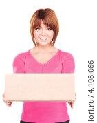 Купить «Деловая женщина с картонной коробкой на белом фоне», фото № 4108066, снято 26 декабря 2009 г. (c) Syda Productions / Фотобанк Лори