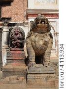 Купить «Непал, Бхактапур, площадь Дурбар. Божество Ханумам и каменный лев у входа в королевский дворец,», фото № 4113934, снято 26 октября 2012 г. (c) Овчинникова Ирина / Фотобанк Лори
