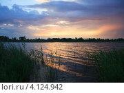 Рассвет над летним озером (2010 год). Стоковое фото, фотограф Юлия Машкова / Фотобанк Лори