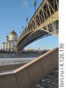 Купить «Храм Христа Спасителя, Патриарший мост, Москва», эксклюзивное фото № 4126130, снято 15 декабря 2012 г. (c) lana1501 / Фотобанк Лори
