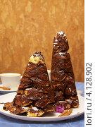Купить «Крокембуш. Шоколадные елочки.», фото № 4128902, снято 16 декабря 2012 г. (c) Константин Безденежных / Фотобанк Лори