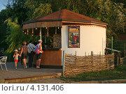 Ейск. Вино на разлив в кафе. (2012 год). Редакционное фото, фотограф Алексей Гусев / Фотобанк Лори
