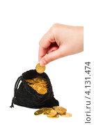 Купить «Рука берет монеты из мешка», фото № 4131474, снято 25 ноября 2012 г. (c) Mikhail Starodubov / Фотобанк Лори