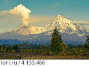 Купить «Извержение вулкана Шивелуч на Камчатке», фото № 4133466, снято 18 сентября 2009 г. (c) Александр Лицис / Фотобанк Лори