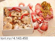 Купить «Имбирное печенье в форме елочных игрушек», фото № 4143450, снято 23 декабря 2012 г. (c) Константин Безденежных / Фотобанк Лори