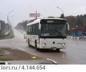 Купить «Автобус № 39 идет по улице Калужское шоссе, Московская область», эксклюзивное фото № 4144654, снято 23 апреля 2012 г. (c) lana1501 / Фотобанк Лори
