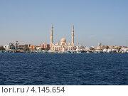 Купить «Мусульманская мечеть на берегу красного моря, вид с воды», фото № 4145654, снято 2 декабря 2012 г. (c) Робул Дмитрий / Фотобанк Лори