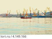 Суда в порту Феодосии. Стоковое фото, фотограф Андрей Сериков / Фотобанк Лори