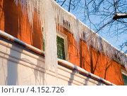 Купить «Сосульки на крыше промышленного здания», эксклюзивное фото № 4152726, снято 16 декабря 2012 г. (c) Александр Щепин / Фотобанк Лори
