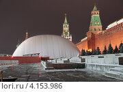 Купить «Надувной купол над мавзолеем Ленина на Красной площади в Москве. Ночь», эксклюзивное фото № 4153986, снято 30 декабря 2012 г. (c) Сергей Соболев / Фотобанк Лори