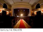 Купить «Вид на сцену в зрительном зале театра Ромэн перед началом спектакля, Москва», эксклюзивное фото № 4156078, снято 17 декабря 2012 г. (c) Николай Винокуров / Фотобанк Лори