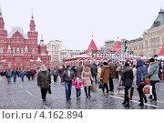 Купить «В Новогодние праздники на Красной площади», эксклюзивное фото № 4162894, снято 2 января 2013 г. (c) Илюхина Наталья / Фотобанк Лори