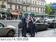 Купить «Французские полицейские. Париж», фото № 4169058, снято 30 июля 2012 г. (c) Олег Тыщенко / Фотобанк Лори
