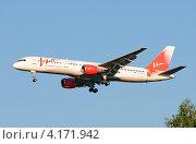 Купить «Boeing 757 (бортовой RA-73009) авиакомпании Vim Airlines на посадке в Домодедово», эксклюзивное фото № 4171942, снято 20 июля 2011 г. (c) Alexei Tavix / Фотобанк Лори