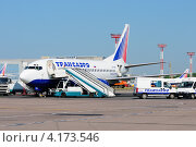 Купить «Boeing 737 (бортовой VP-BYP) авиакомпании Трансаэро в Домодедово», эксклюзивное фото № 4173546, снято 20 июля 2011 г. (c) Alexei Tavix / Фотобанк Лори