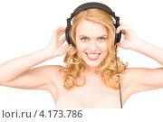 Купить «Счастливая молодая женщина наслаждается музыкой в наушниках на белом фоне», фото № 4173786, снято 28 марта 2010 г. (c) Syda Productions / Фотобанк Лори