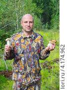 Купить «Грибник в лесу», эксклюзивное фото № 4174962, снято 30 августа 2012 г. (c) Елена Коромыслова / Фотобанк Лори