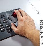 Купить «Мужская рука на трекболе промышленной клавиатуры», фото № 4175834, снято 25 сентября 2012 г. (c) EugeneSergeev / Фотобанк Лори