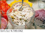 Салат с курицей и оливками. Стоковое фото, фотограф Куликова Вероника / Фотобанк Лори
