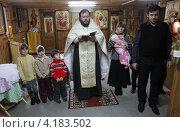 Купить «Крестины младенца», эксклюзивное фото № 4183502, снято 4 декабря 2012 г. (c) Дмитрий Неумоин / Фотобанк Лори