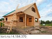 Купить «Строительство нового деревянного дома», фото № 4184370, снято 25 мая 2018 г. (c) FotograFF / Фотобанк Лори