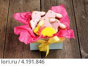Купить «Пасхальное печенье в виде кроликов в подарочной коробке», фото № 4191846, снято 28 декабря 2012 г. (c) Николай Охитин / Фотобанк Лори