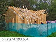 Купить «Строительство деревянного дома из бруса», эксклюзивное фото № 4193654, снято 15 сентября 2012 г. (c) Елена Коромыслова / Фотобанк Лори