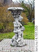 Купить «Скульптура с изображением играющих детей и вазы. Светлогорск (до 1946 года Раушен, нем. Rauschen), Калининградская область», фото № 4197550, снято 6 января 2013 г. (c) Сергей Трофименко / Фотобанк Лори