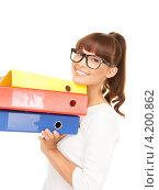 Купить «Веселая молодая офисная сотрудница с папками документах в руках на белом фоне», фото № 4200862, снято 27 июня 2010 г. (c) Syda Productions / Фотобанк Лори