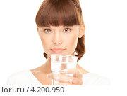 Купить «Счастливая девушка пьет из стакана на белом фоне», фото № 4200950, снято 27 июня 2010 г. (c) Syda Productions / Фотобанк Лори