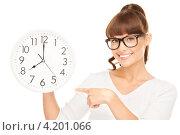 Купить «Веселая молодая женщина с круглыми большими часами на белом фоне», фото № 4201066, снято 27 июня 2010 г. (c) Syda Productions / Фотобанк Лори