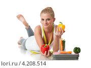 Купить «Красивая девушка с овощами и весами на белом фоне. Здоровое питание.», фото № 4208514, снято 30 июня 2012 г. (c) Мельников Дмитрий / Фотобанк Лори