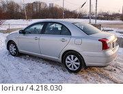 Купить «Toyota Avensis - легковой японский автомобиль», фото № 4218030, снято 11 января 2013 г. (c) Павел Кричевцов / Фотобанк Лори