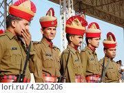 Купить «Индийские военные поддерживают порядок на празднике ежегодной верблюжьей ярмарки в Пушкаре, Раджастан», фото № 4220206, снято 21 ноября 2012 г. (c) крижевская юлия валерьевна / Фотобанк Лори