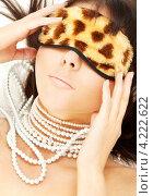 Купить «Привлекательная девушка с повязкой для сна на глазах», фото № 4222622, снято 3 ноября 2007 г. (c) Syda Productions / Фотобанк Лори