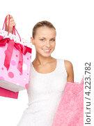 Купить «Счастливая покупательница с пакетами в руках после прогулки по магазинам», фото № 4223782, снято 8 мая 2010 г. (c) Syda Productions / Фотобанк Лори