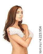 Купить «Очаровательная молодая женщина в вязаных рукавицах на белом фоне», фото № 4223954, снято 6 ноября 2010 г. (c) Syda Productions / Фотобанк Лори