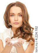 Купить «Привлекательная молодая женщина со снегом в руках», фото № 4224182, снято 10 октября 2010 г. (c) Syda Productions / Фотобанк Лори