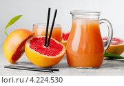 Купить «Цитрусовый сок в графине и грейпфруты», фото № 4224530, снято 22 января 2013 г. (c) Tatjana Baibakova / Фотобанк Лори