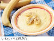 Купить «Миска кукурузной каши с бананами», фото № 4228078, снято 19 января 2013 г. (c) Наталья Евстигнеева / Фотобанк Лори