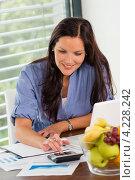 Купить «Девушка готовится к экзаменам», фото № 4228242, снято 23 сентября 2012 г. (c) CandyBox Images / Фотобанк Лори