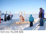 Купить «Традиционно место для купания в Крещение в районе Рыбацкое, Санкт-Петербург», фото № 4234926, снято 19 января 2013 г. (c) Кекяляйнен Андрей / Фотобанк Лори